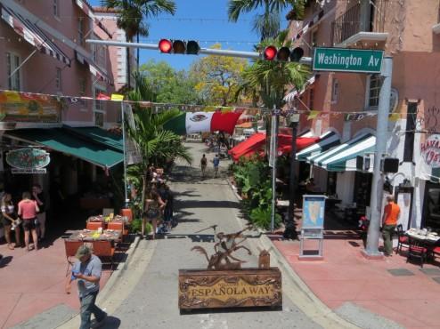 Fußgängerzone und kulinarische Meile im spanischen Kolonialstil - der Espanola Way in South Beach