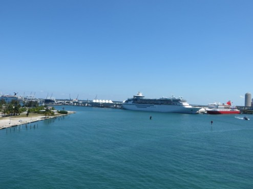 Der größte Kreuzfahrthafen der Welt in Miami Bayside