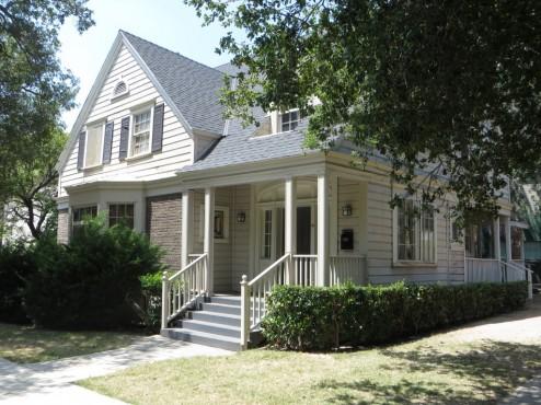 """Dieses vielseitig nutzbare Haus hat auf drei Seiten eine """"Frontseite"""""""
