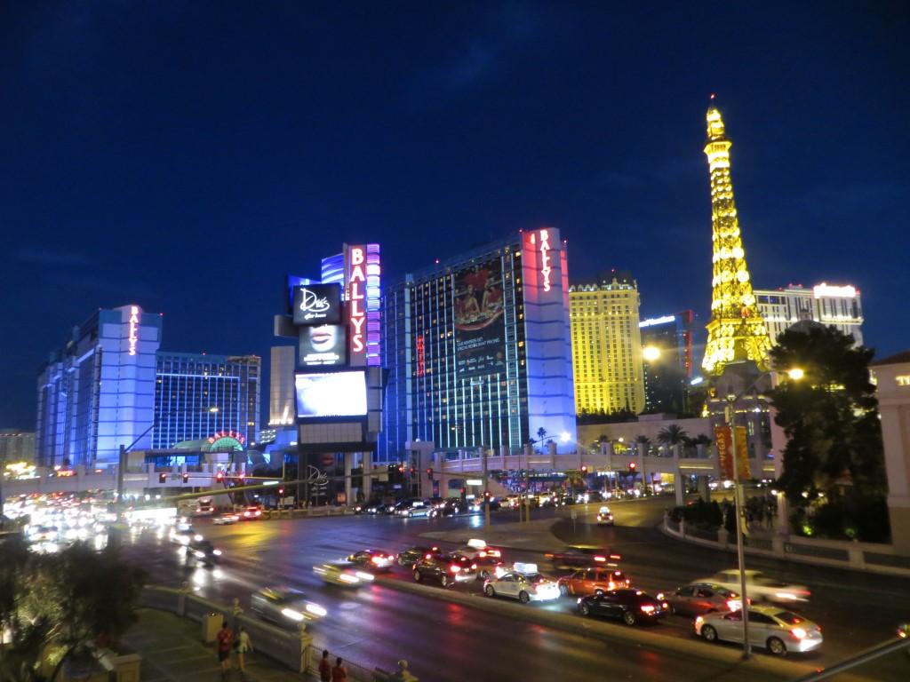 Die strahlende Hotel-Glitzerwelt von Las Vegas bei Nacht