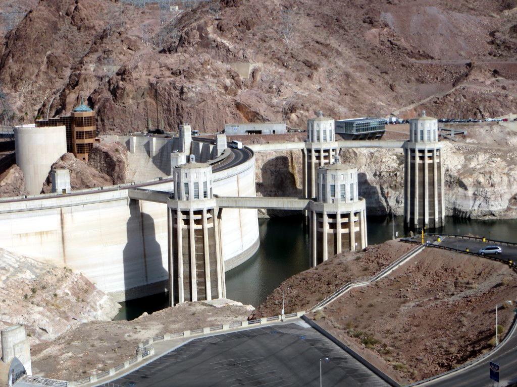 Der Hoover Staudamm ist mit 35 Milliarden Kubikmetern der größte Stausee der USA