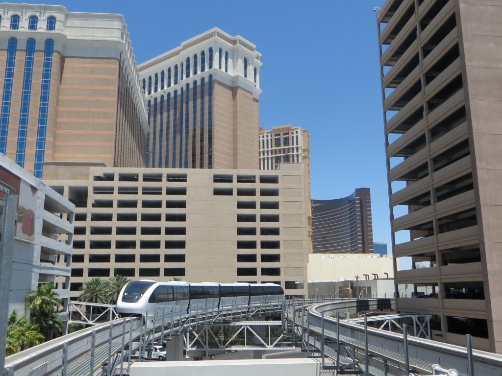 Die Monorail verbindet die wichtigsten Punkte entlang des Strips miteinander