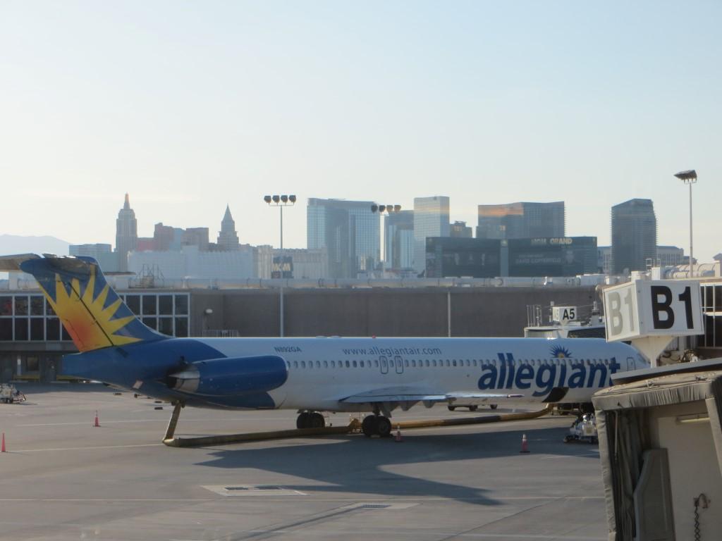 Blick vom Flughafen-Terminal auf Las Vegas