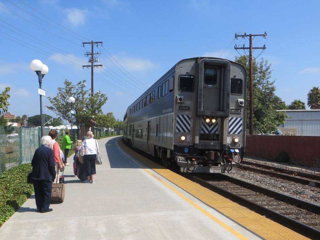 Typischer zweigeschossiger Zug der amerikanischen Bahngesellschaft Amtrak