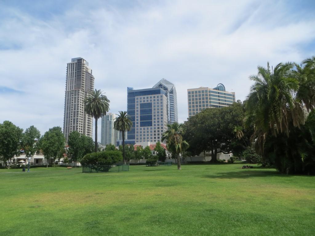Der Pantoja Park mit dem Finanzzentrum von San Diego im Hintergrund