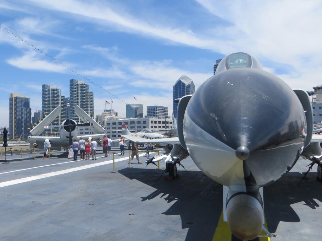 Kampfjets auf dem Flugdeck der USS Midway