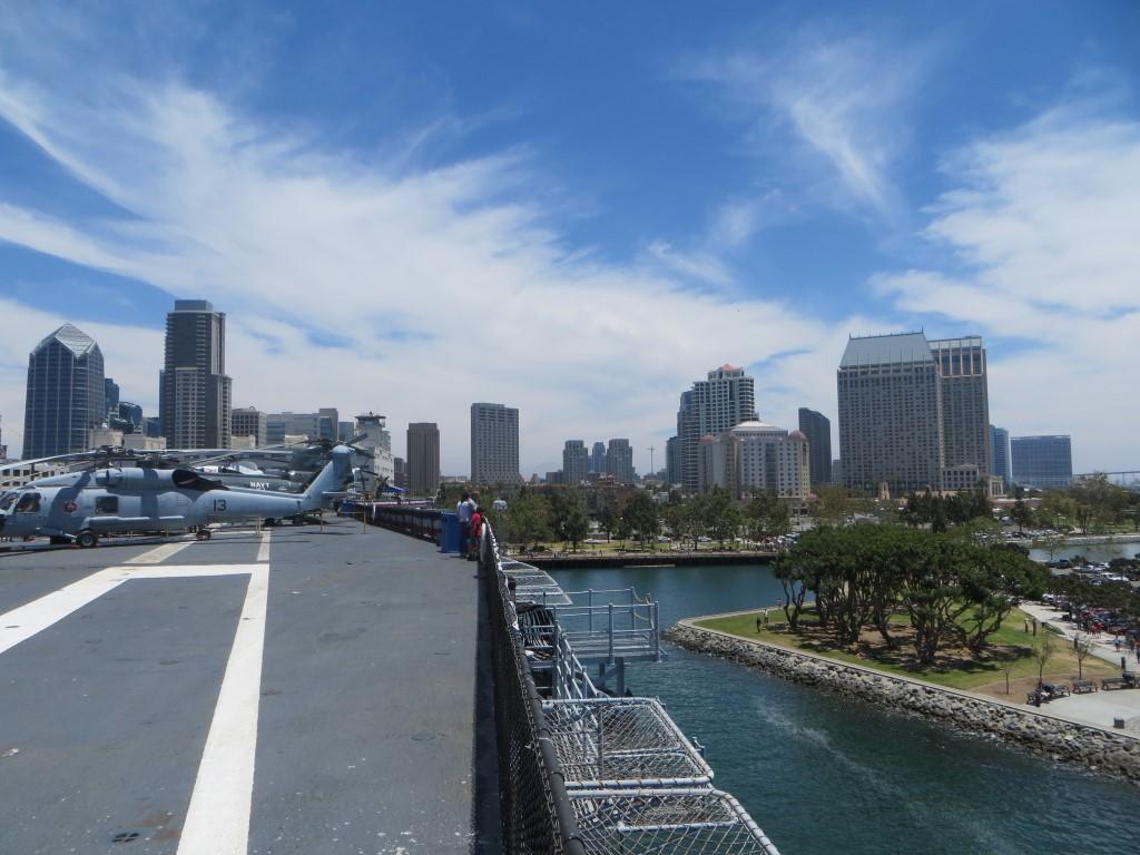 Die Stadt vom Flugdeck der USS Midway aus fotografiert