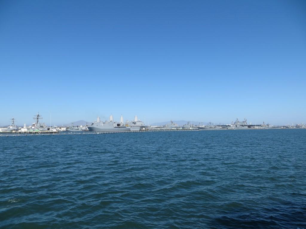 In der Marinebasis von San Diego liegen unzählige kleine bis große Kriegsschiffe