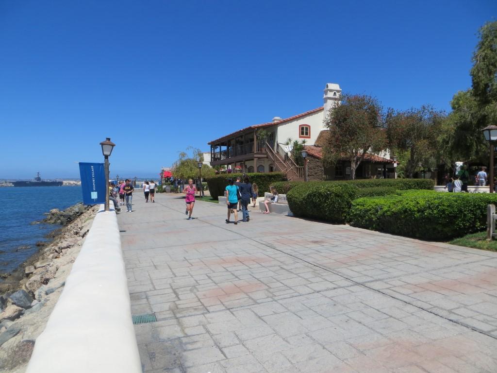 Die Promenade im Hafen von San Diego
