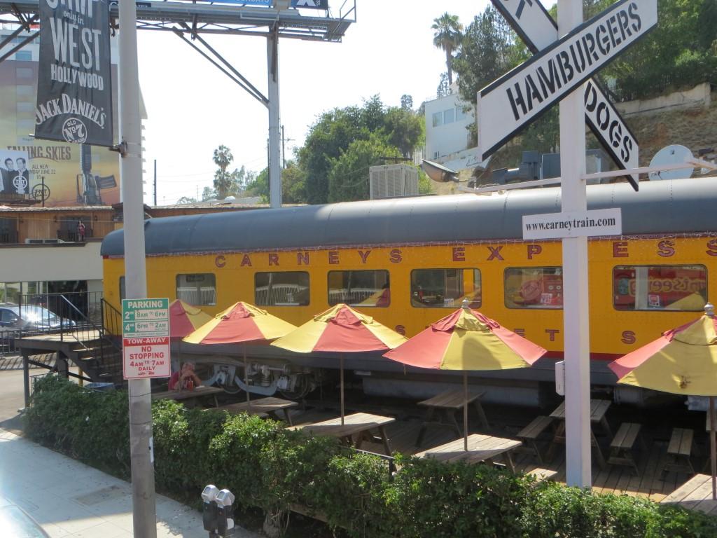 Der aus den alten Supermann-Filmen bekannte Eisenbahnwaggon wurde zu einem Burger-Restaurant umfunktioniert