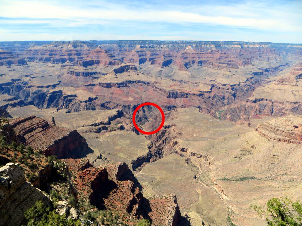 Mit bloßem Auge konnte ich nur erahnen, dass dort unten der Colorado River fließt...